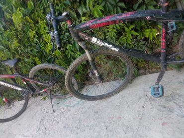 Другой транспорт - Черный - Бишкек: Продаю велосипед рама в нормальном состоянии краска идеальная . Требуе
