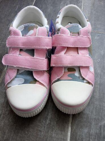 Dečija odeća i obuća - Novi Banovci: Safran nova obuca za decu. Zenske patikice broj 33