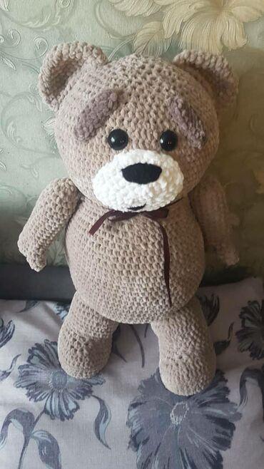 Вязаный мишка Тед из фильма третий лишний. Рост стоя 60-65 см. Сидя