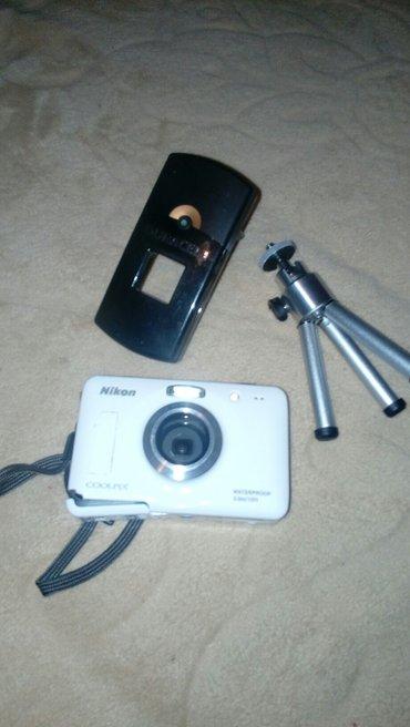 Nikon fotoaparat ,polovan ,slomilo se na delu gde ulazi baterija pa ne - Vrbas