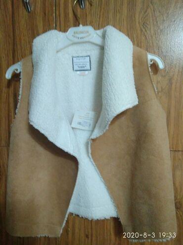 Верхняя одежда в Кыргызстан: Продаю детскую безрукавку на девочку. Размер S (4-6 лет), так написано
