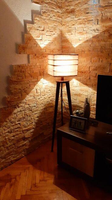 Na prodaji tronzac podna lampa, vrhunskog dizajna i kvaliteta. Lampe s