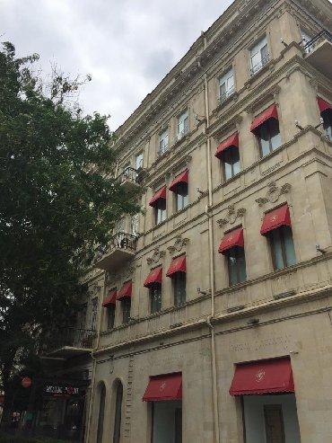 дома для вечеринок в Азербайджан: Продается коммерческое помещение на Площади Фонтанов. 140 кв.м. На тре