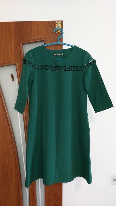 Платье изумрудного цвета,новое