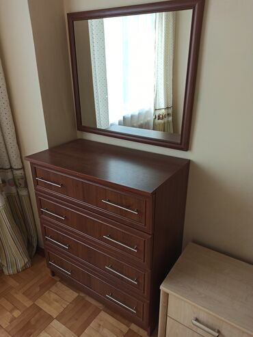 органайзер для косметики бишкек in Кыргызстан   КОСМЕТИКА: Продаю комод с зеркалом(80*70) . Цвет коричневый, всё целое. В очень