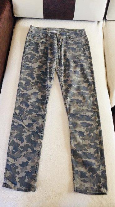 Maskirne pantalone - Srbija: Velicina31, maskirne pantaloneuske sa elastinomplitke,cena 500