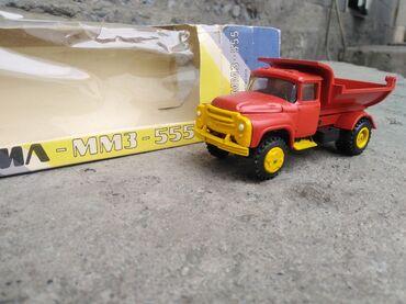 Продаю коллекционую модель зил 130 в масштабе 1 :43 сделано в СССР
