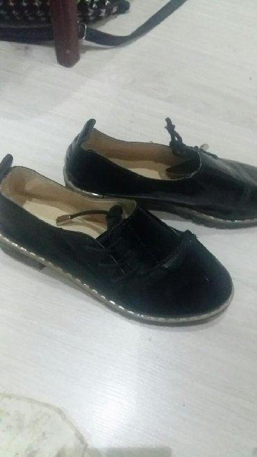 туфли черные 35 размера в Кыргызстан: Продаю детские туфли на девочку 35 размер на 7-9лет в хорошем