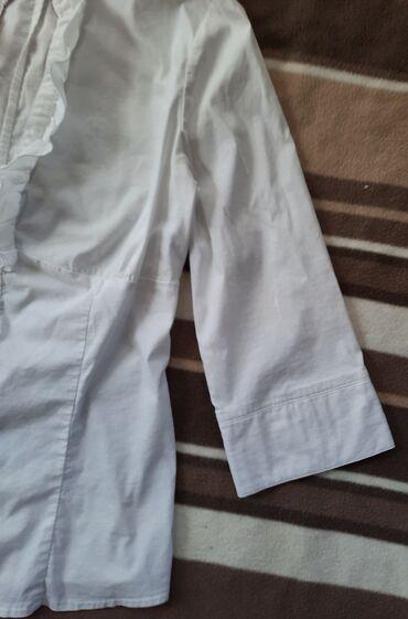 Vel S. C&A košuljica sa karnerima bele boje strukirana