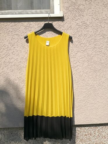 Haljine - Cacak: Plisirana žuta haljina, prelepa letnja haljina, odlično stanje, bez