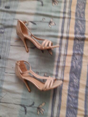 Bez cipele - Srbija: Elegantna cipele . bez boje. nekoriscene. prelepe. broj 39