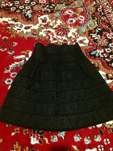 usaq uecuen naxisli koeynklr - Azərbaycan: Qara naxisli etek. Bir iki dəfə geyinilib. Yaxşı vəziyyətdədir. Parça