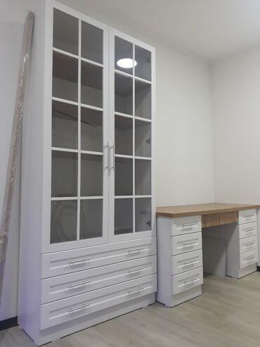 Длинна стола 1.5м Шкаф книжный ширина 1м. Высота 2.20м. Глубина 38см