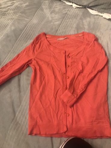 Бесплатно Вещи на девушку 42 размера отдам за батончик сникерса в Бишкек