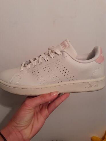 Ženske patike Adidas, obuvene jednom, u radnji su 9000, prodajem zato