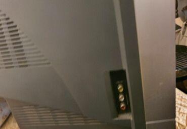 Televizor je ispravan sa svojim orginal daljinskim. Nikad otvaran niti