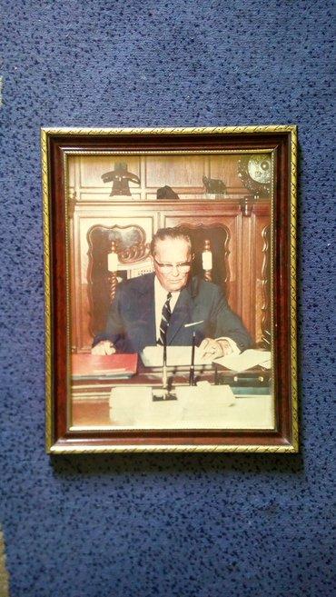 Slika Josipa Broza očuvana u drvenom ramu. Idealno za kolekcionare - Belgrade