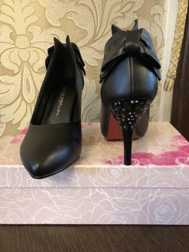 Туфли новые , черные , кож. ,36 р., каблук 6,5 см. в Бишкек