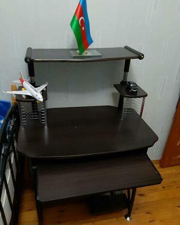 Komputer masasi,teze alinib 130 manata,70 manata satilir,unvan