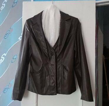 Продаю женскую куртку б/у в хорошем состоянии 46 48 размер за 400 сом