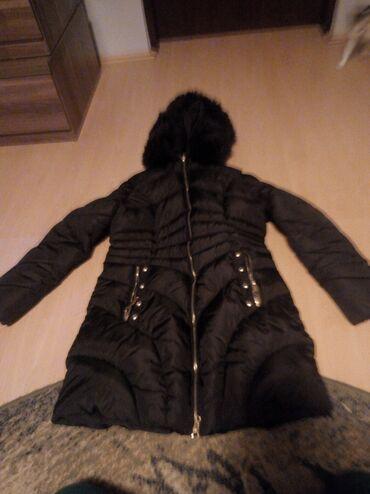 Na prodaju jakna sa slike,velicine M. duzina 110 cm sa kapuljačom i