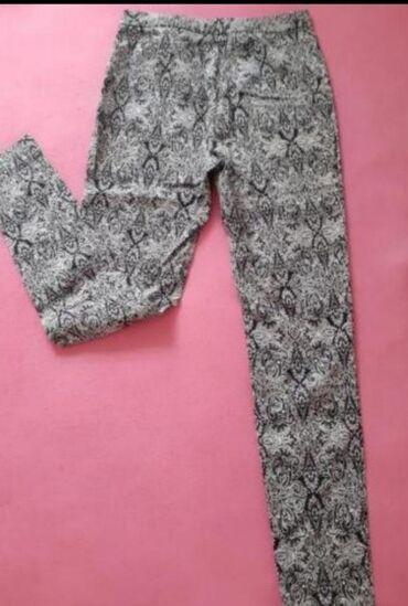 Pantalone u dobrom stanju, M velicina Lagane i preudobne