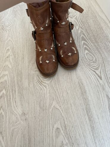 emporio armani odezhda muzhskaja в Кыргызстан: Продаю итальянские кожаные ботинки 36-37 го размера ! Качество люкс