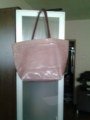 Lepa torba svetlo braon rozikaste boje nosena ali ocuvana italijanska - Beograd