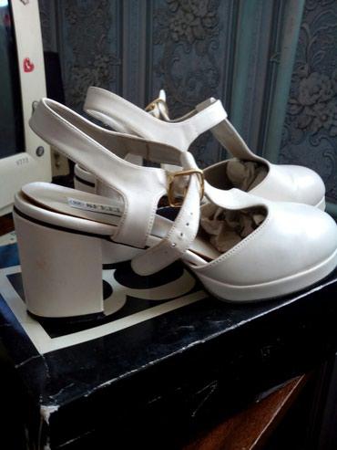 Женская обувь в Токмак: Босоножки белые летние. Большой размер. 500 сом. Токмак