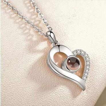 Hologramska ogrlica I love you.Cena:850dinKad pogledate kroz stakalce