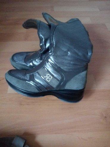 Ženska obuća   Loznica: Cizmice jako udobne nosene jednu zimu italijanska pro.br37