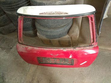 mini cooper countryman в Кыргызстан: Крышка багажника на mini cooper r50. состояние отличное. краска