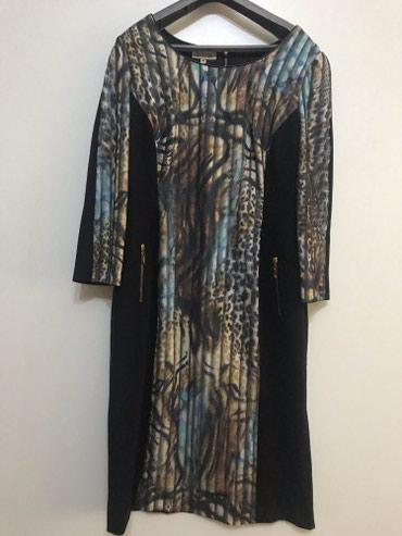 Красивое платье с 3д принтом. Производство Турция, размер 42 в Бишкек
