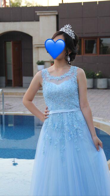 Продаётся платье нежно голубого цвета, с вышивкой и камнями, спинка се
