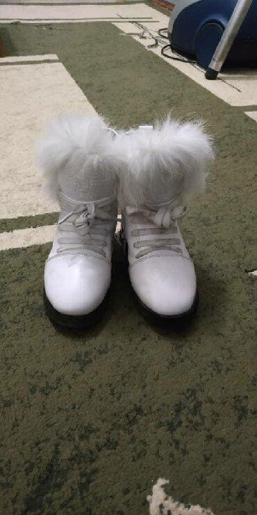 стильные женские сабо в Кыргызстан: Детские зимние сапоги, стильные. 29 размер. Классно смотрятся на ноге