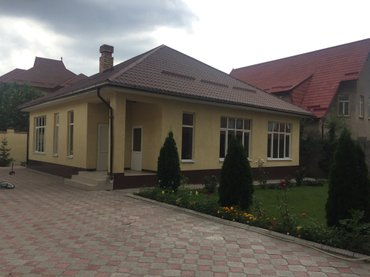 Продаются 2 дома на одном участке. в Бишкек