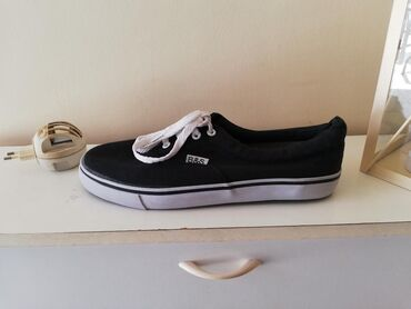 Παπούτσια ελάχιστα φορεμένα!στυλ vans!!N. 45