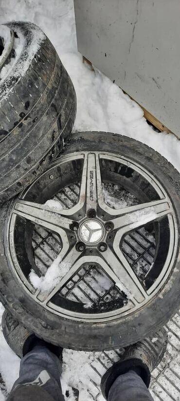mercedes benz c63 amg в Кыргызстан: AMG диски зимней резинами р18 на мерседес 3 штук 4й надо варить