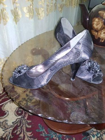 Женская обувь в Каинды: Туфли, 38-39, на узкую ножку. были обуты один раз. покупала дорого. 40
