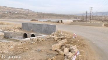 Bakı şəhərində Qobu-lokbatan yolunda lokbatana gedende yolun solunda asvaltin