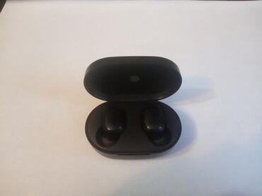 Продаю абсолютно новые наушники airDots отличный звук зярядку держат