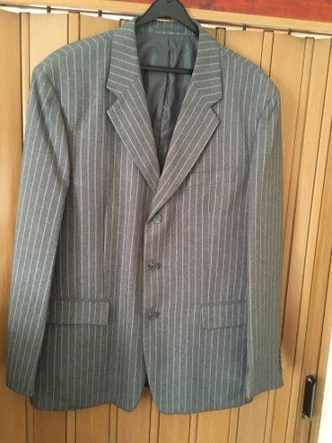 Novo musko odelo sa prslukom, sive boje sa belim prugama, klasicnog - Belgrade