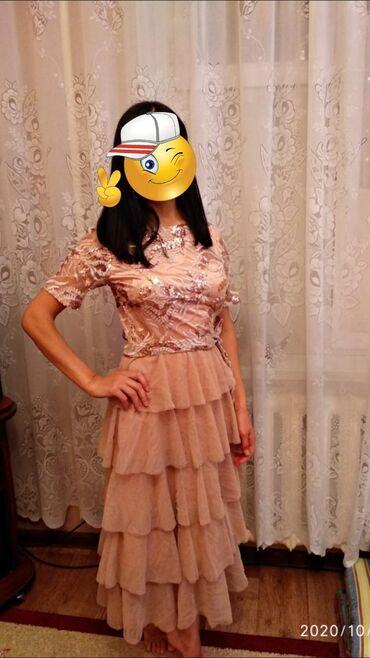 Продаю красивое платье. Подойдёт на 42-44 размер. Ни разу не одевала
