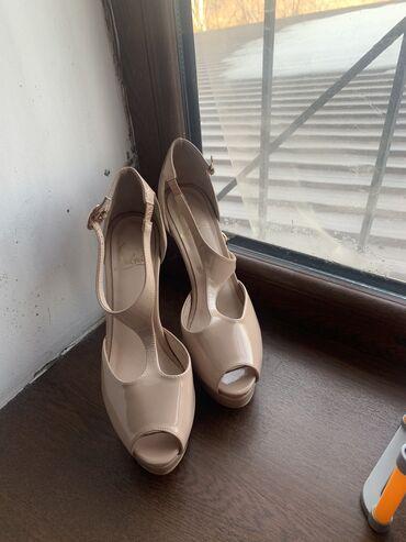 Продаю туфли новые не носили ! 37 размер удобные очень