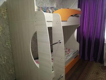 Кровати в Ак-Джол: ПРОДАЮ Отсутствуют матрасы и на лестнице две трубы (как сами видите Пр