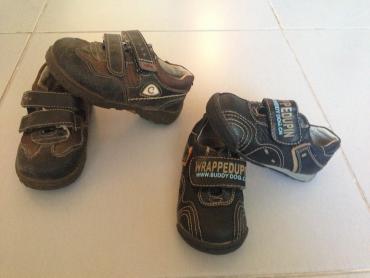 спортивные ботинки в Кыргызстан: Ботинки бади дог - 300сом. 20разм; 2)ботинки коричневые 23 разм-
