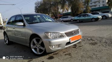 Lexus IS 2 л. 2002
