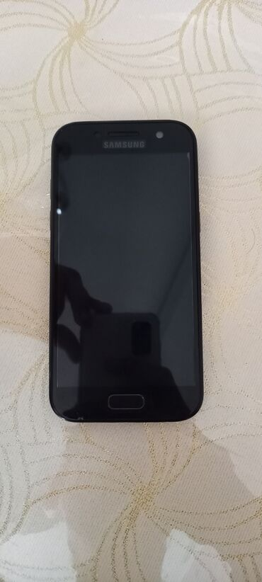 Samsung galaxy a3 - Азербайджан: Б/у Samsung Galaxy A3 2017 16 ГБ Черный