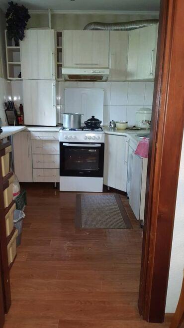 Продажа квартир - 3 комнаты - Бишкек: 104 серия, 3 комнаты, 64 кв. м Бронированные двери, С мебелью, Не затапливалась