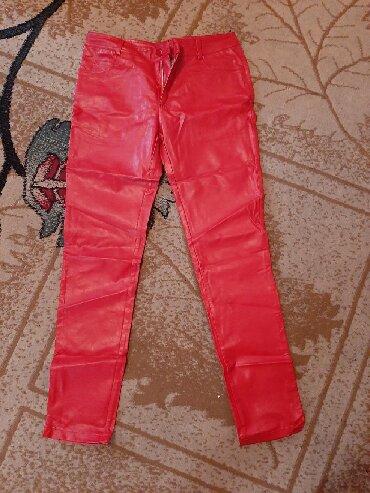Женские брюки в Кыргызстан: Продаю!!! Новые,кожанные штаны. Размер L